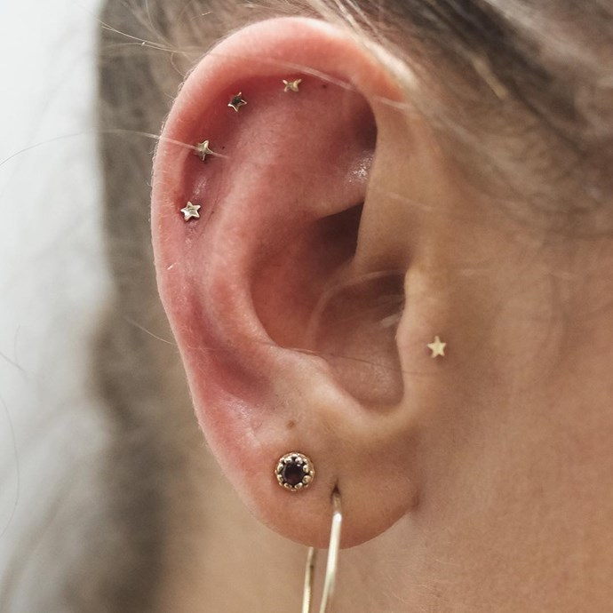 "<p>This doesn't technically fall in the constellation piercings category, but it's a row of star running up the ear, and still looks pretty. <p><a href=""https://www.instagram.com/p/BLfqdrQh4G-/"" target=""_blank"">Instagram.com/bentauber</a>"
