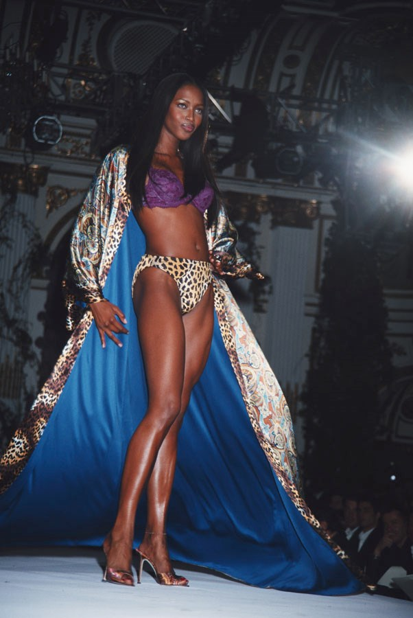 <strong>1998</strong> <br><br> Naomi Campbell