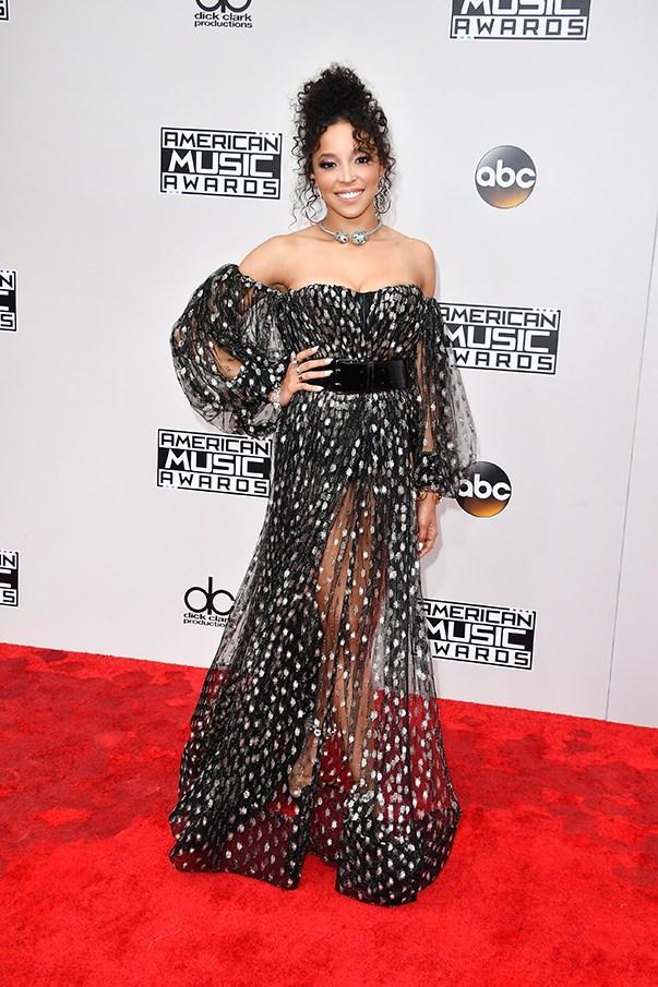 <p>Tinashe.