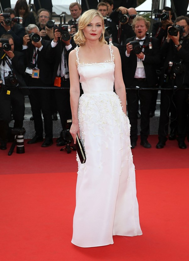 <p><strong>KIRSTEN DUNST IN DIOR HAUTE COUTURE</strong> <br><BR> A classic silhouette and pure white hue worked for Kirsten Dunst in Dior Haute Couture at the Loving premiere in Cannes.