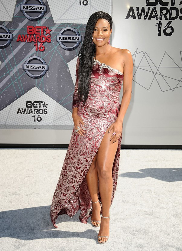 <P><strong>GABRIELLE UNION IN MARC JACOBS</strong> <br><BR> Gabrielle Union (and Marc Jacobs) proved that the surest way to turn brocade sexy is to slice into it with beyond-thigh-high slit.