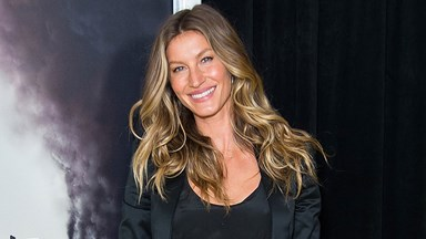Watch Gisele Bündchen Sing And Play The Guitar Like A Pro