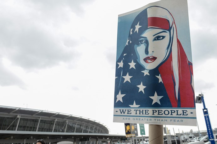 <p>American citizens vowed to welcome all immigrants and refugees, regardless of their faiths, into their country, when they protested against President Donald Trump's executive order banning immigrants from seven Muslim-majority countries. <p>Here are the most moving images from protests that took place in L.A., New York and other US cities.