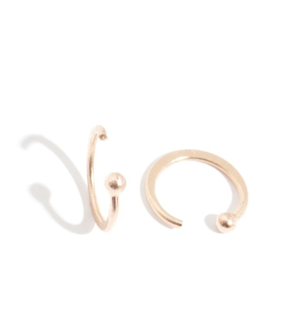 "<p>Melissa Joy Manning earrings, approx. $130 at <a href=""http://melissajoymanning.com/jewelry/hoops/hug-hoop.html"">Melissa Joy Manning</a>"