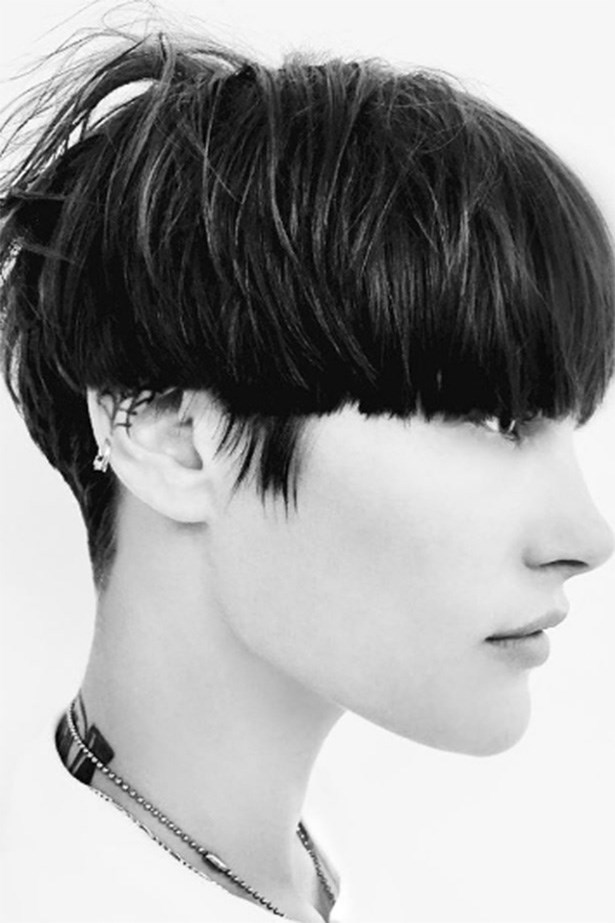 "Hair director <a href=""http://https://www.instagram.com/p/BQaZDyihiLK/?taken-by=guidopalau&hl=en"">Guido Palau</a> describes the hair as ""90's inspired"", snipping many of the models' hair into bowl and buzz cuts just the day before the show. <br> <br> <em>@GuidoPalau</em>"