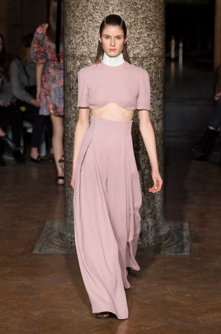<p> <strong>Emilia Wickstead</strong><p> <p> Even when flashing some midriff, Emilia Wickstead manages to maintain a level of elegance worthy of number one brand fan Kate Middleton. This dusty shade of pink? It's an ongoing fashion love affair.