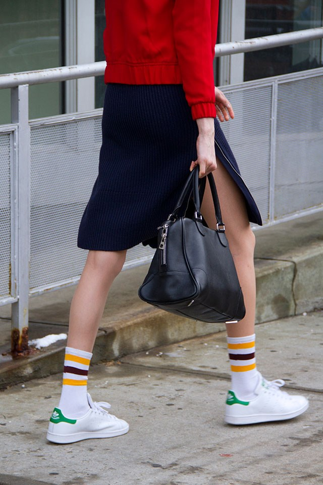 <strong>1. Colour Pop Socks </strong> <br><br> Rather than going barefoot, or trying to hunt down the lowest riding anklets on the market so they're rendered practically invisible, opt instead for a pair of statement stocks. Added style points are awarded for contrasting colours or fishnet stockings.