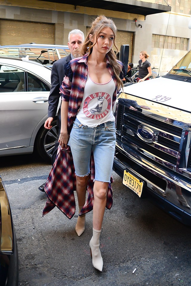 We've seen Gigi rock denim shorts any number of times, but this longer take on the denim staple is... new. Gigi paired her long-shorts with a tank and a plaid duster.