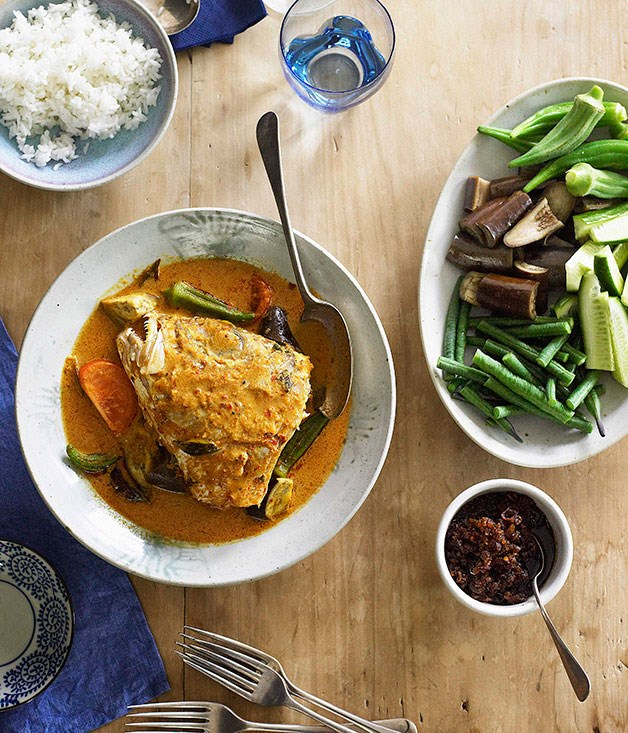 Fish head curry gulai kepala ikan gourmet traveller for Fish head recipe