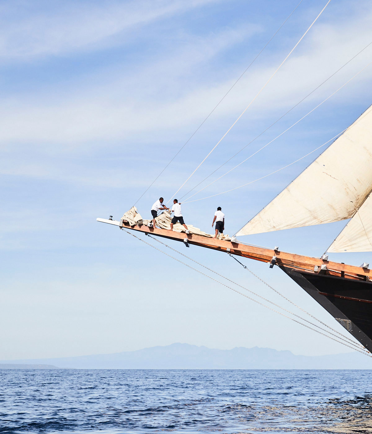 Amandira crew taking down the sails