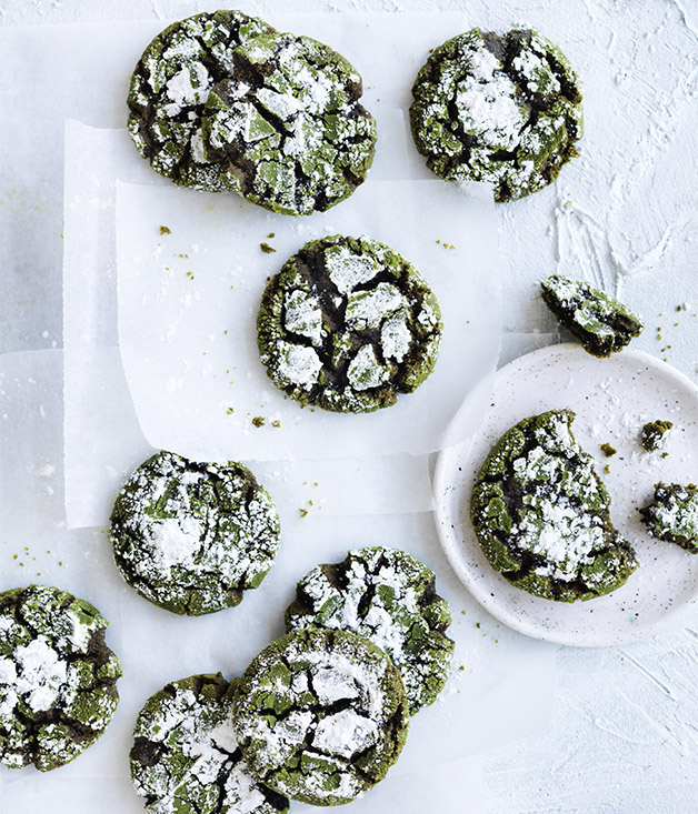 Matcha crackle cookies