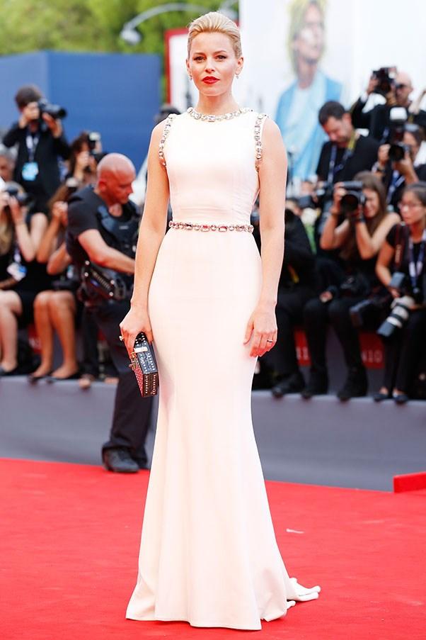 <strong>DOLCE & GABBANA</strong><BR><BR> Elizabeth Banks at the Venice film festival
