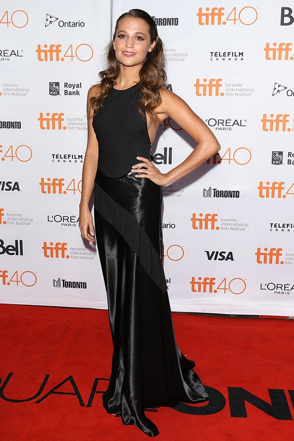 <strong>LOUIS VUITTON</strong><BR><BR> Alicia Vikander at <em>The Danish Girl </em>premiere