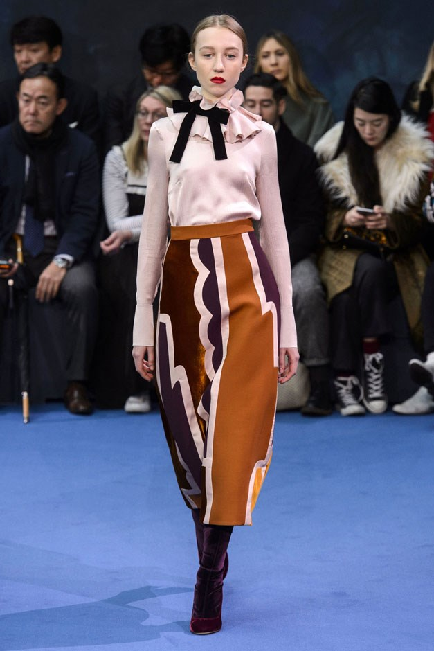 <strong>Roksanda</strong> <br><br> At its best, she let some of the flourishes go for a more streamlined silhouette, allowing just a touch of ruffle at the neck to balance out a lean, long skirt. Her palette mixed earthy browns and caramels with dusky pinks and various blues and greens.