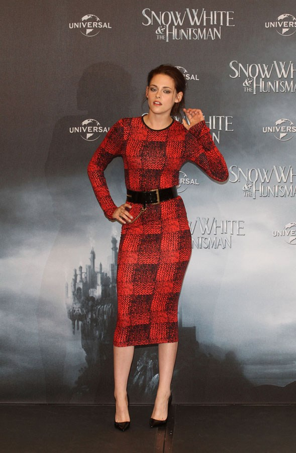 <strong>MAY 16, 2012</strong> <BR><BR> At the 'Snow White And The Huntsman' Photocall