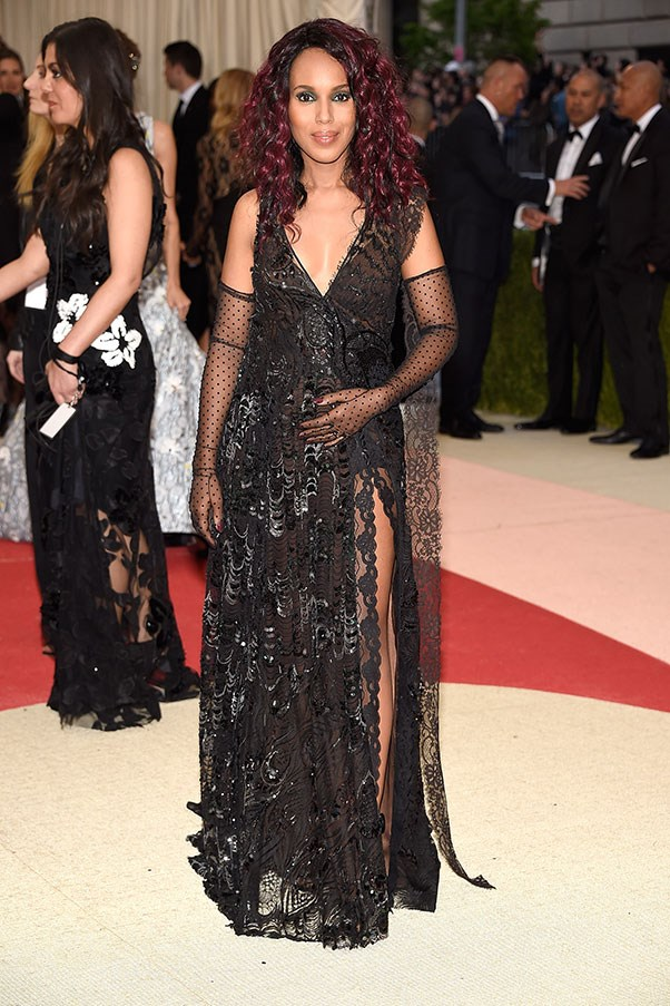 A pregnant Kerry Washington showed off some serious leg in a sequinned Marc Jacobs gown and sheer gloves at the 2016 Met Gala.