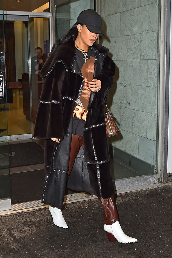 <strong>When:</strong> April 4th, 2016<br><br> <strong>What:</strong> Louis Vuitton bag, Vetements boots, brown leather pants and a full length-coat.