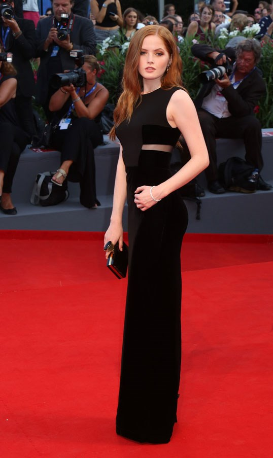 Ellie Bamber attends the premiere of <em>Nocturnal Animals</em>.
