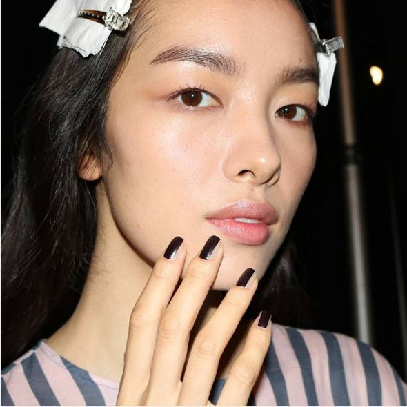 """Beautiful @feifeisun #backstage at @verawanggang with the nail look using #JINsoon Risque and Matte Maker. #nyfw #nyfwss17 #ss17 #fashionweek #verawang #verawangss17"" - <a href=""https://www.instagram.com/p/BKTO0lngTCe/"">@jinsoon</a>"