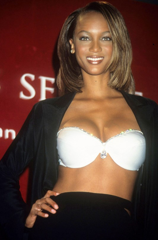 Tyra Banks Biography - Affair, In Relation, Ethnicity, Nationality, Salary, Net Worth, Height | Who is Tyra Banks? Tyra Banks is an American citizen. She is a television personality, actress, businesswoman, producer. Additionally, she is also an author, former model, and occasional singer.
