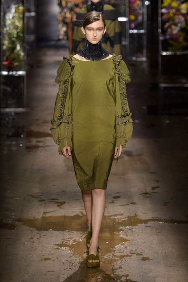 <strong>Fatigues Please</strong> <br><br> Dries Van Noten