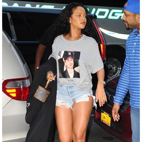 <strong>Rihanna</strong> <br><br> Tee: Trapvilla <br><br> Image: Splash