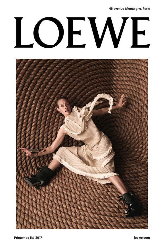 <strong>Loewe</strong><br><br> Modelled by Amber Valletta, shot by Steven Meisel.