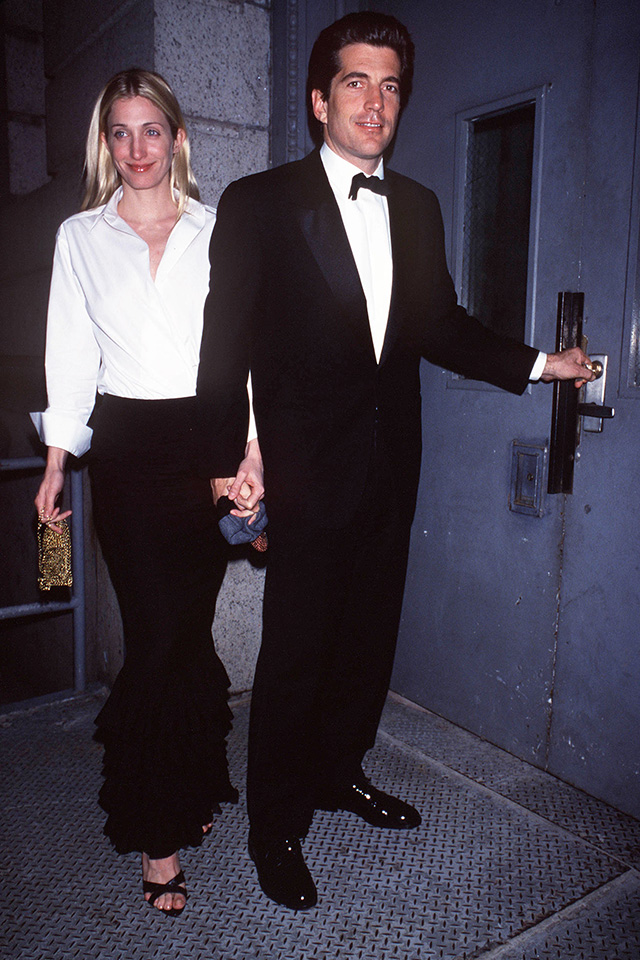 10 Photos That Prove Carolyn Bessette-Kennedy is an Eternal Style Muse
