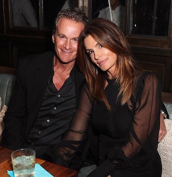 "<strong>Cindy Crawford</strong> <BR><BR> ""Happy Valentine's Day, babe! I ❤️ you."""