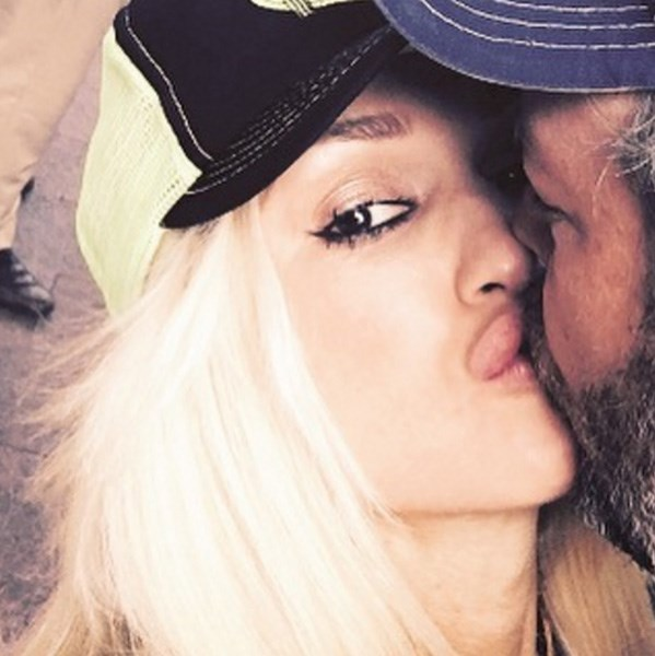 "<strong>Gwen Stefani</strong> <BR><BR> ""#happyvalentinesday gx"""