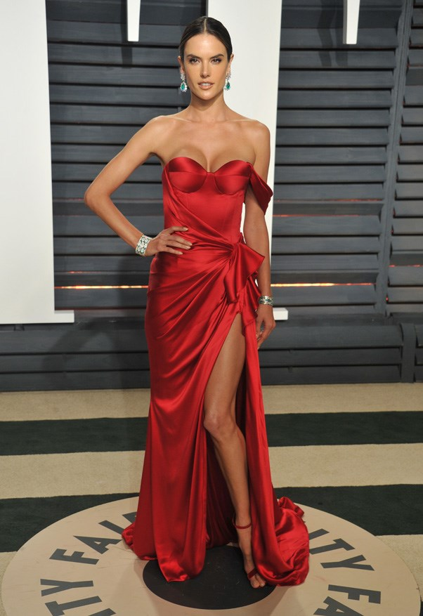 <strong>Alessandra Ambrosio looked steamy in Ralph & Russo</strong>
