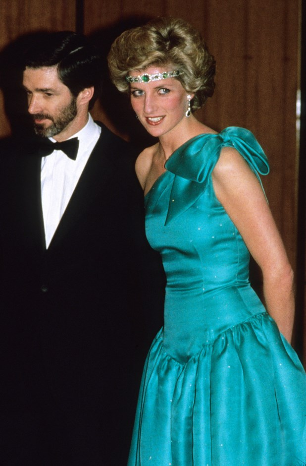 Wearing the Queen's Art Deco diamond and emerald choker as a bandeau in 1985.