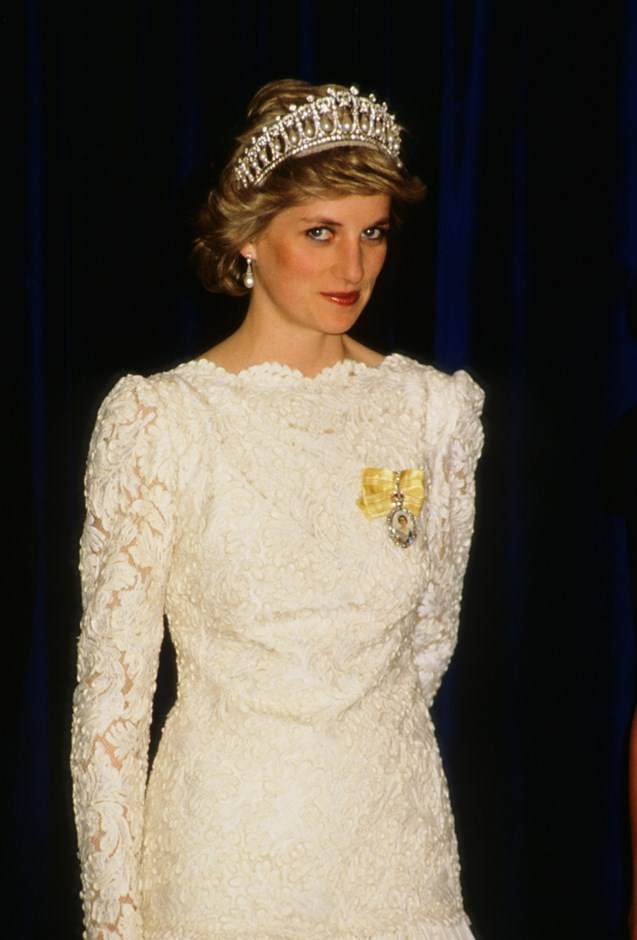 Diana wearing the Cambridge Lover's Knot in Vancouver in 1986.