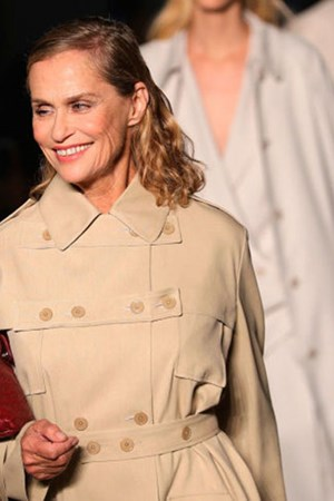 Lauren Hutton Bottega Veneta Fashion Show Iconic Bag