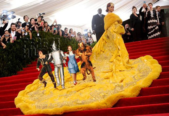 <strong>2015</strong> <br><br> Who needs a red carpet when you have a mile-long yellow train?