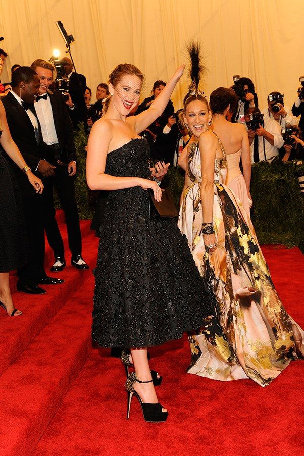 <strong>2013:</strong> <br><br> When Sarah Jessica Parker wore this mohawk headpiece and got photobombed by Jennifer Lawrence.