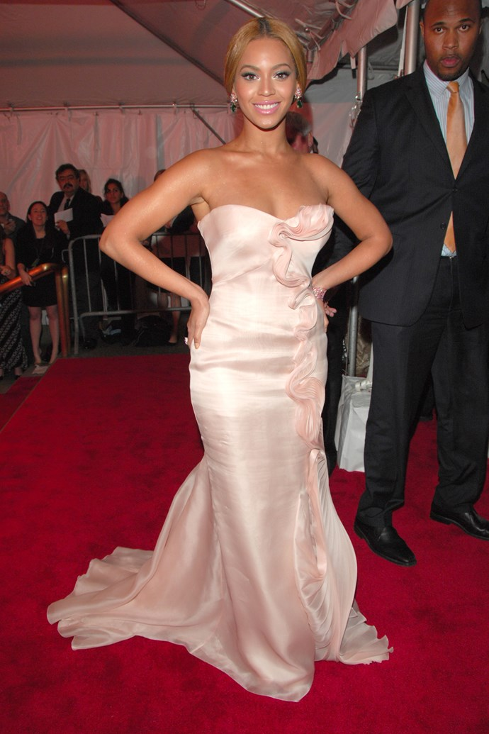 <p><strong>BEYONCE</strong> <p>in Armani Privé, 2008