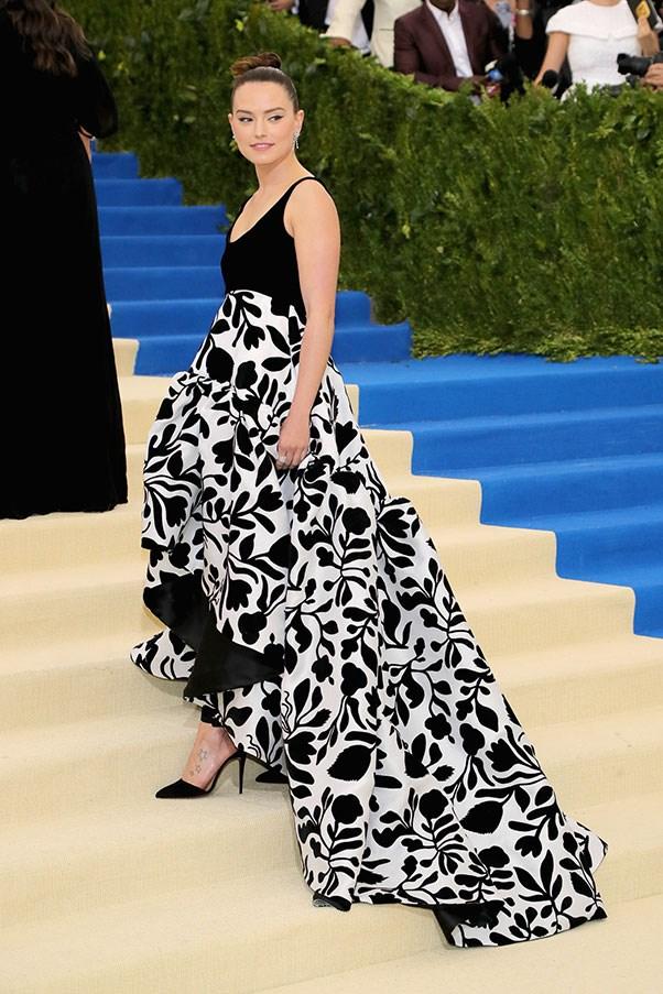Daisy Ridley in custom Oscar de la Renta