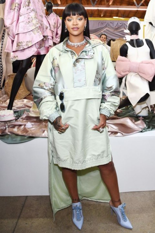 <strong>When:</strong> April 18 2017 <br><br> <strong>What:</strong> In head-to-toe Fenty x Puma by Rihanna in Los Angeles.