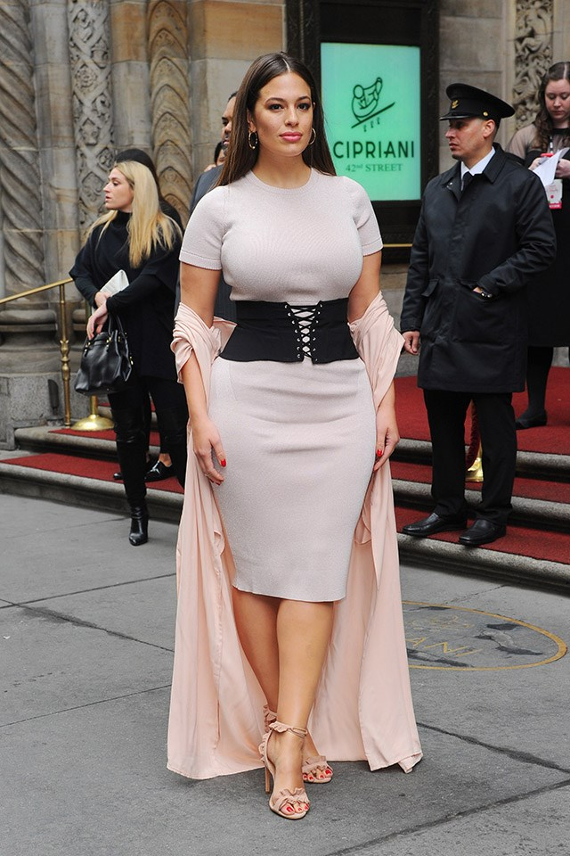 <strong>2. Cinch it at the waist</strong> <br><br> Take note from Ashley Graham and cinch your look at the waist with a corset or wide-belt. Instant hourglass shape.