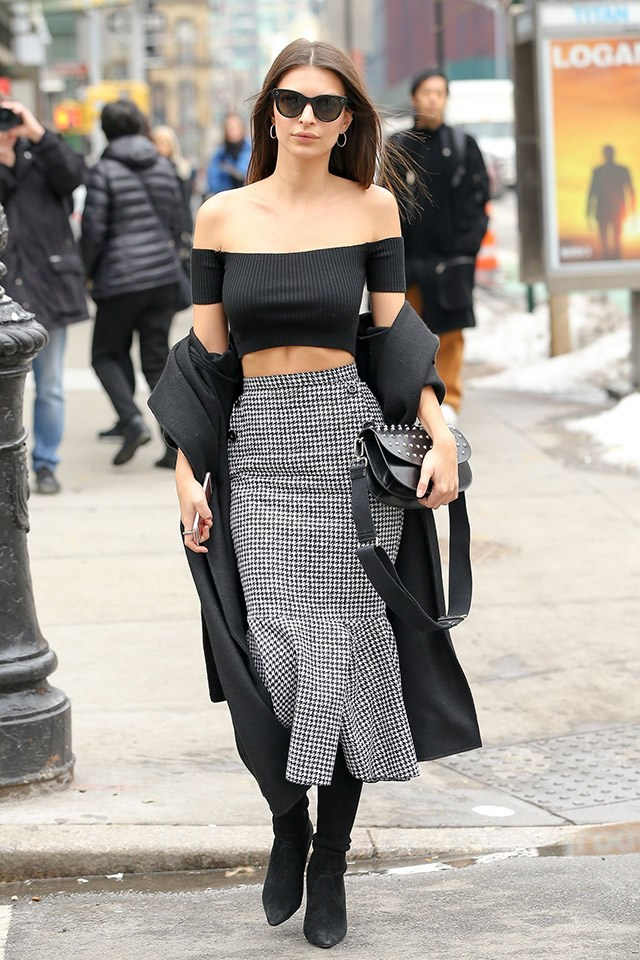 <strong>4. Have a bare midriff moment</strong> <br><br> Much like a corset belt, a bare midriff helps to create that hourglass figure—and draws attention to your waist.