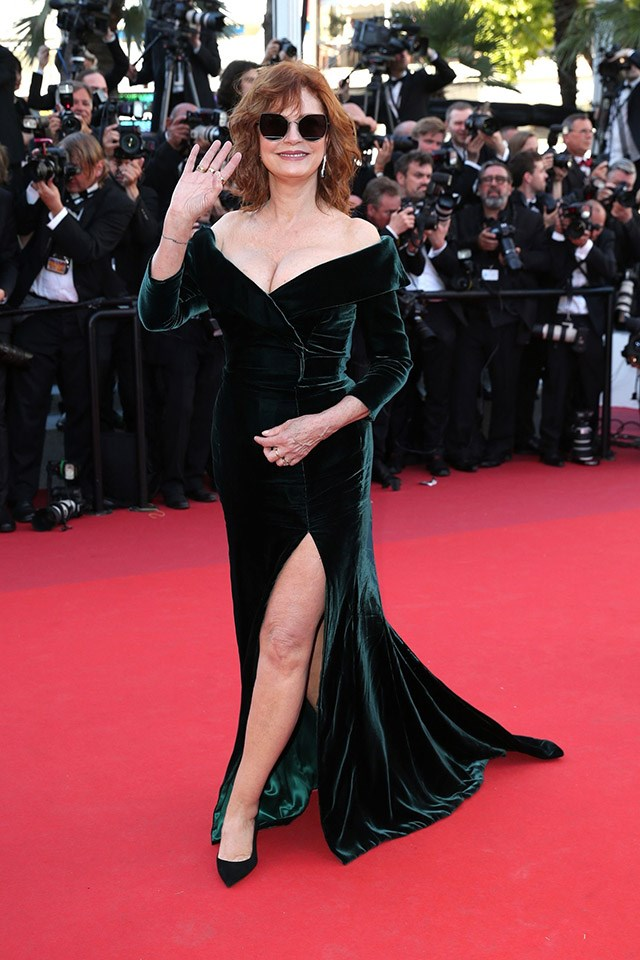 <strong>7. Flaunt it</strong> <br><br> And last but no least, take note from Susan Sarandon who's not afraid to play up her assets and show off what she's got. A sweetheart, off-the-shoulder neckline creates the ultimate time to shine.
