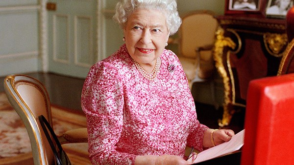 Queen Elizabeth's Favourite Nail Polish Is Surprisingly Affordable