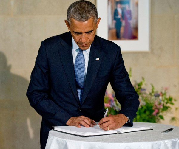 Left Hand Obama