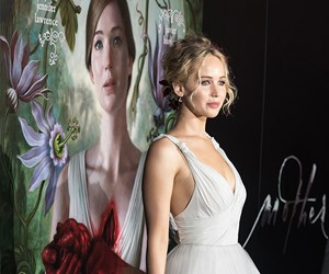 Jennifer Lawrence Wore An Upside-Down Flower Crown And Looked Divine
