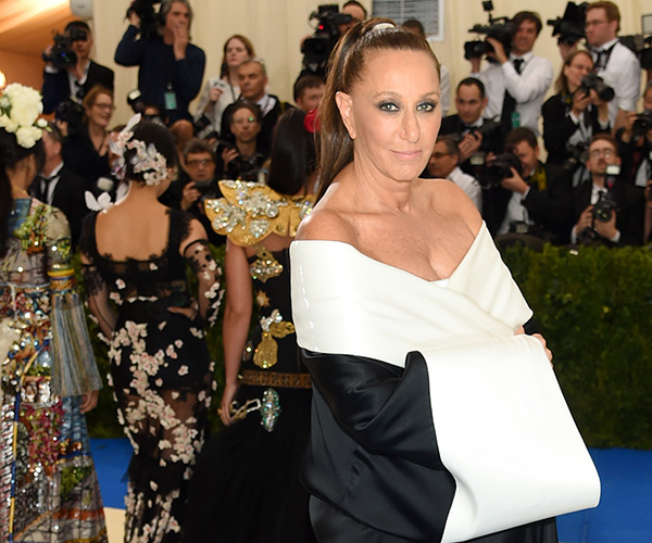 Donna Karan Completely Regrets Her Harvey Weinstein Comments, Apologizes Again