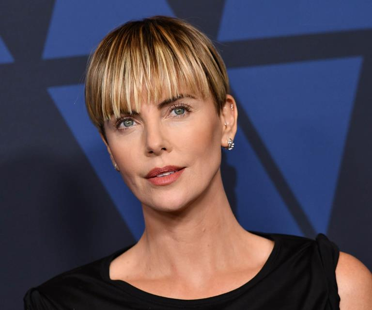 Charlize Theron Swaps Bowl Hairstyle For Another 90s Cut Harper S Bazaar Australia