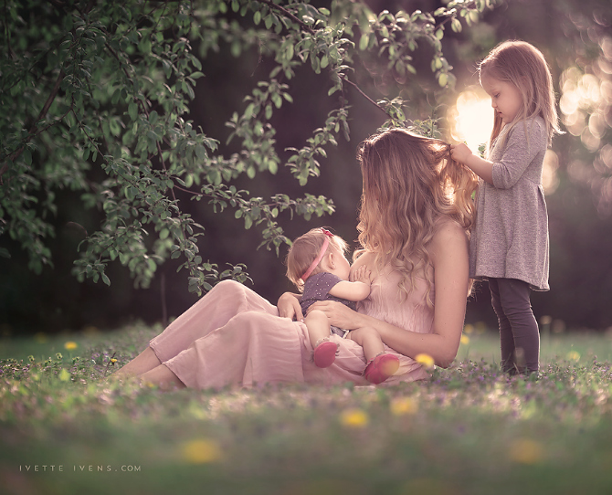 18 Stunning Photos of Breastfeeding Mothers