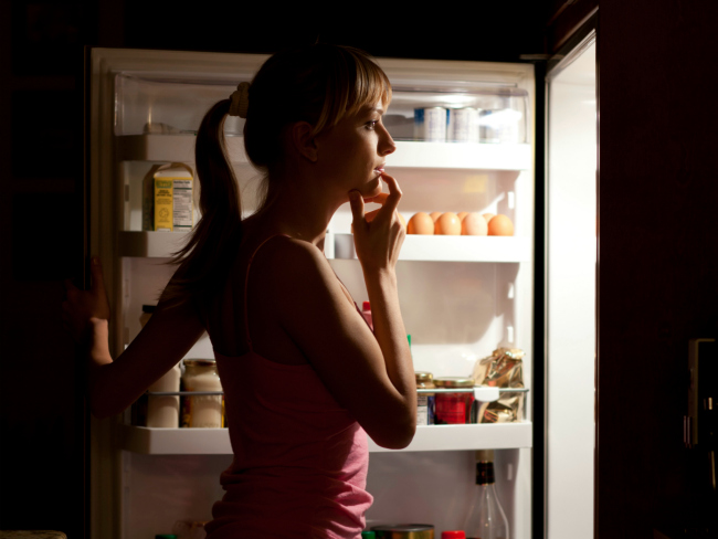 How to stop eating too much food at night