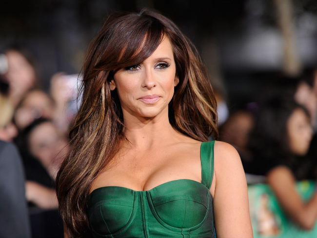 Jennifer Love Hewitt Leaks Breastmilk During Meeting